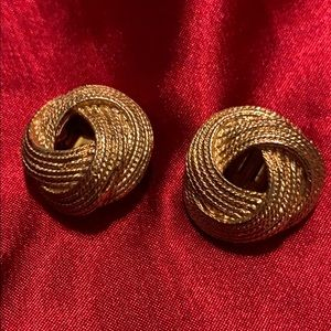 Vintage clip earrings gold tone